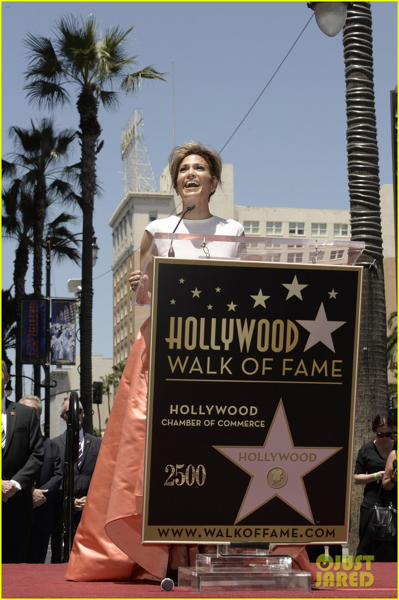 jennifer lopez receives star on hollywood walk of fame 082895191