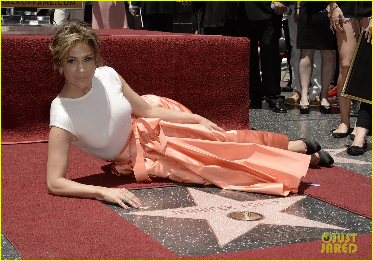 jennifer lopez receives star on hollywood walk of fame 09