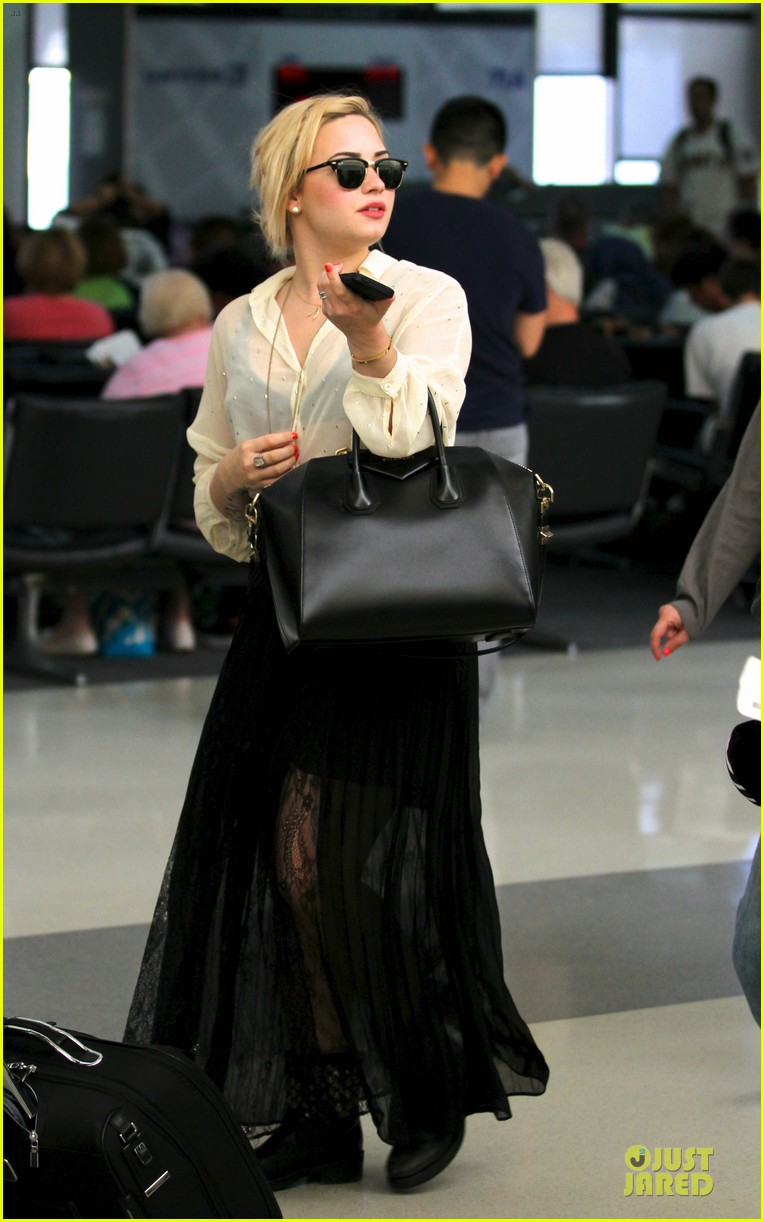 demi lovato sheer lax arrival after fathers death 01
