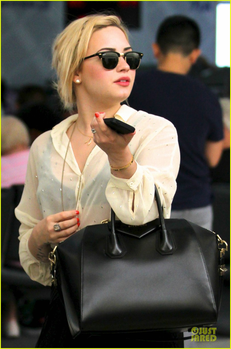 demi lovato sheer lax arrival after fathers death 032899486