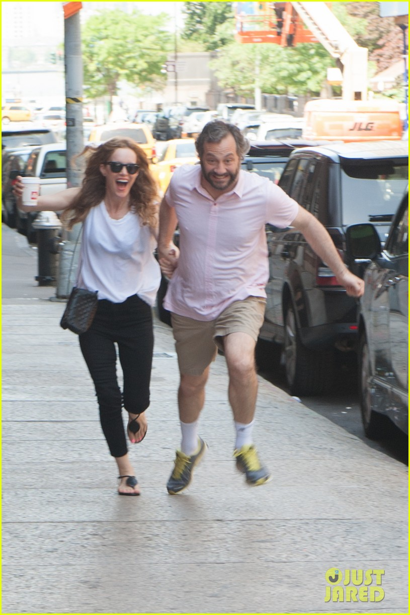 leslie mann judd apatow get silly in new york city 01
