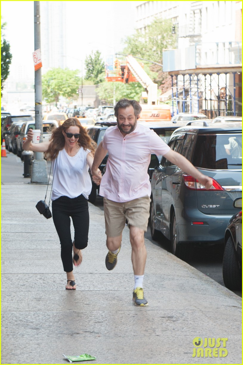 leslie mann judd apatow get silly in new york city 08