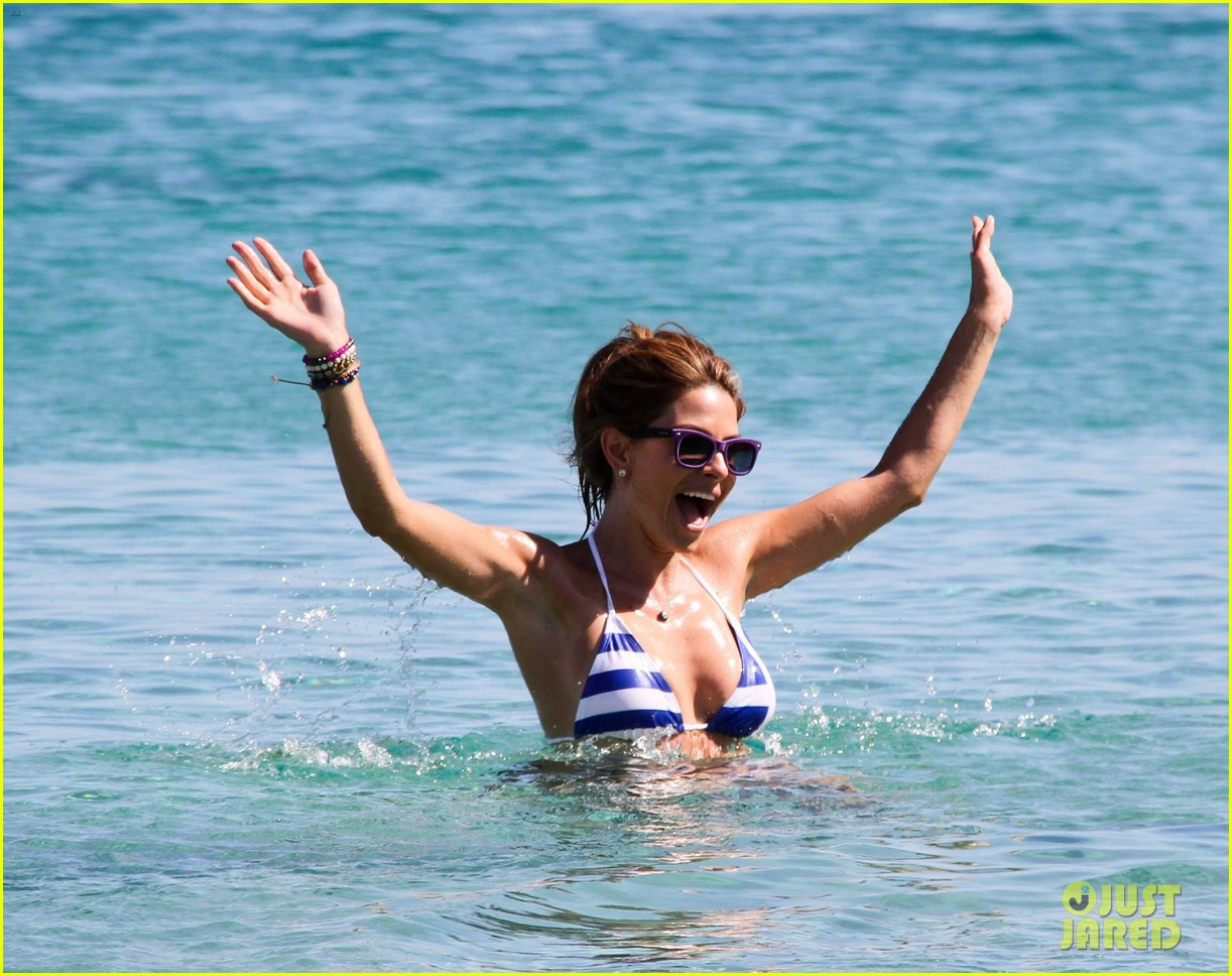 maria menounos flaunts bikini bod for womens health 20