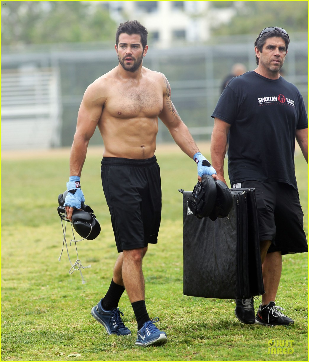 jesse metcalfe shirtless park workout 10