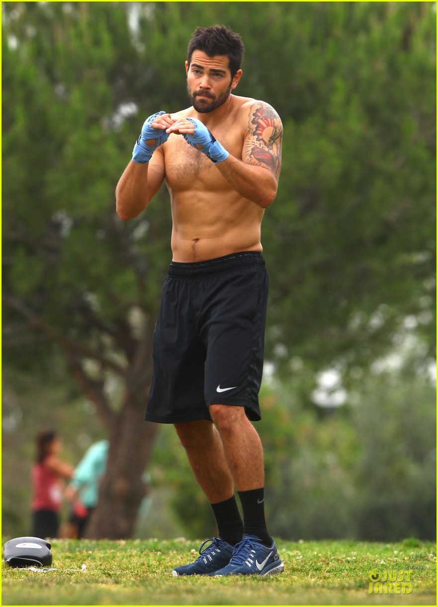 jesse metcalfe shirtless park workout 12