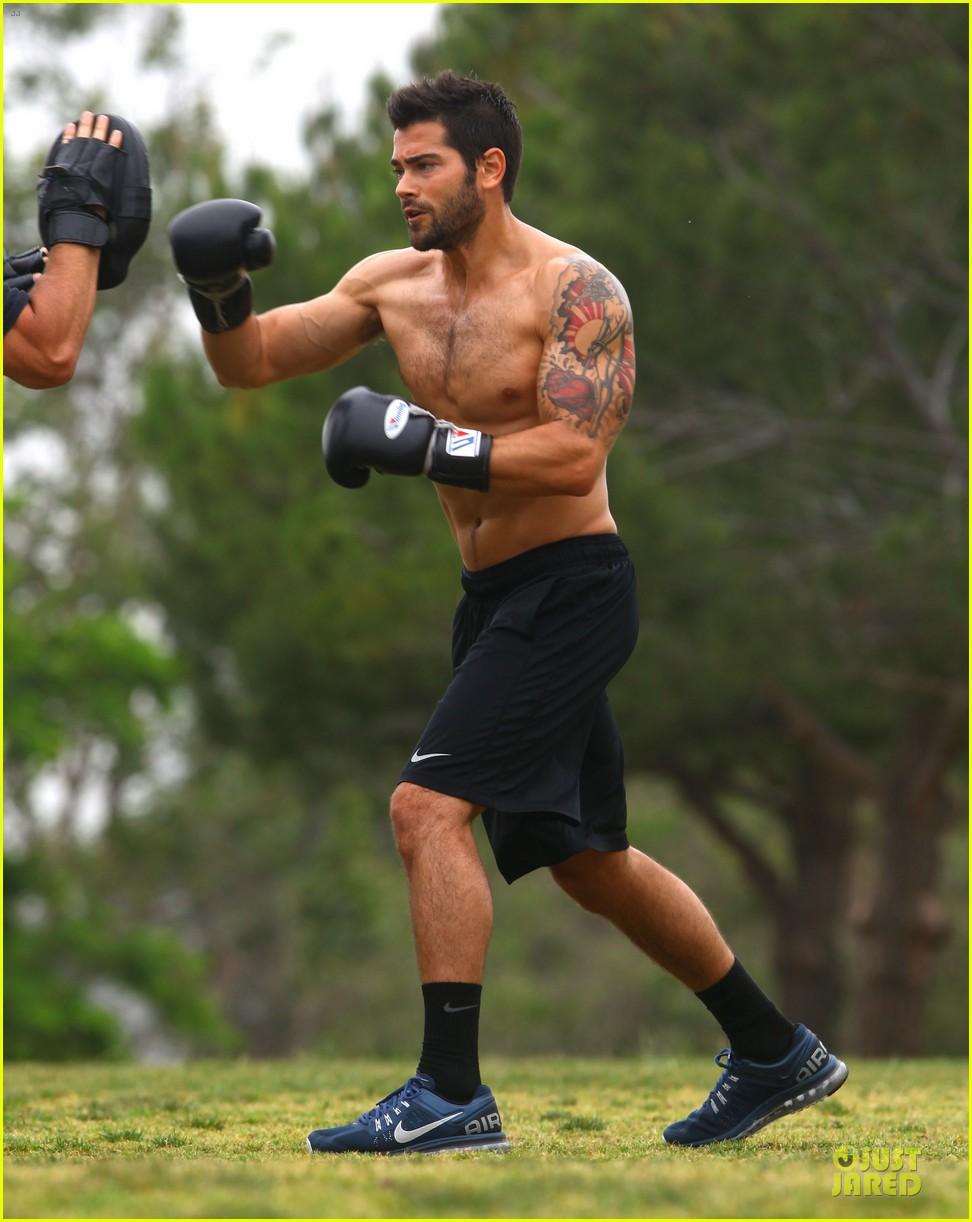 jesse metcalfe shirtless park workout 152886986
