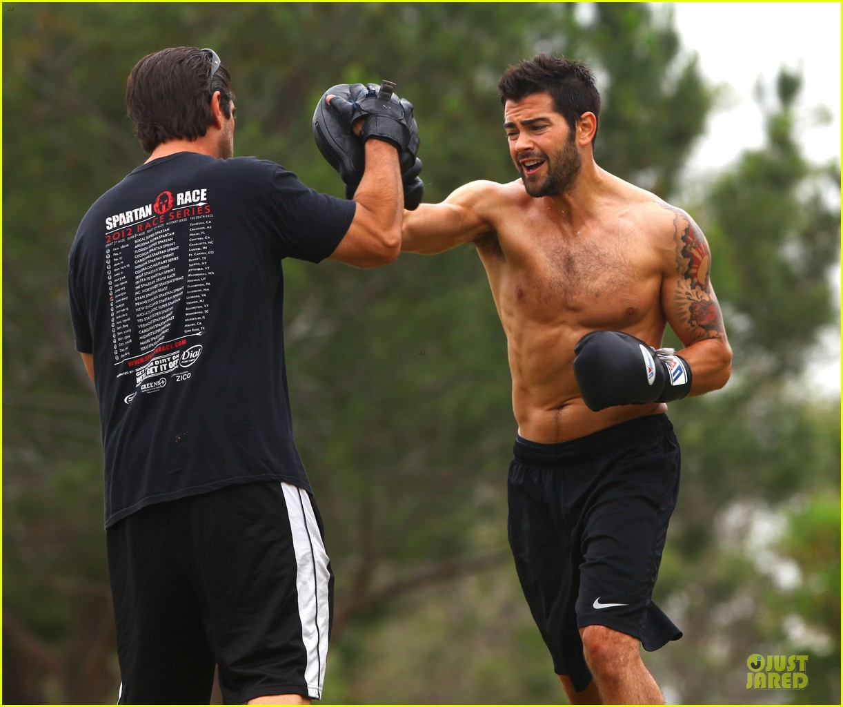 jesse metcalfe shirtless park workout 172886988