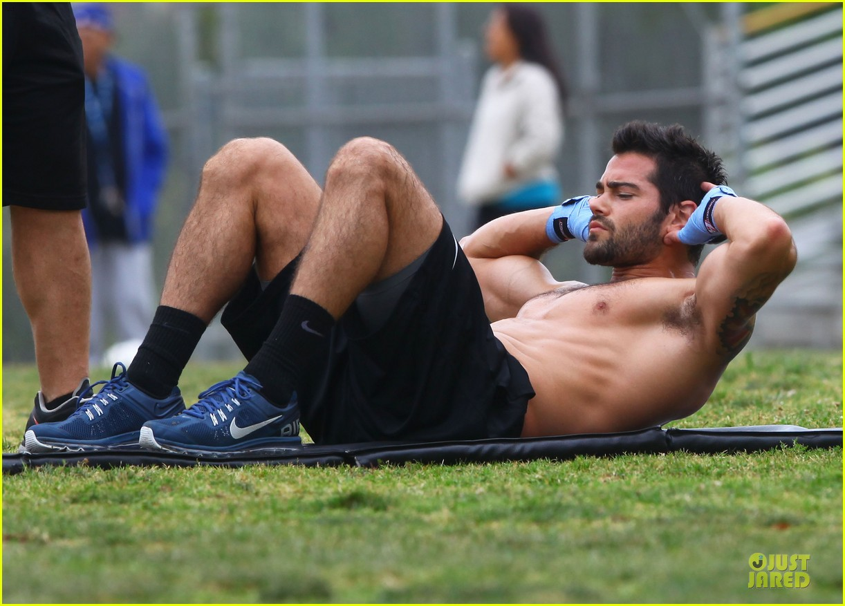 jesse metcalfe shirtless park workout 18