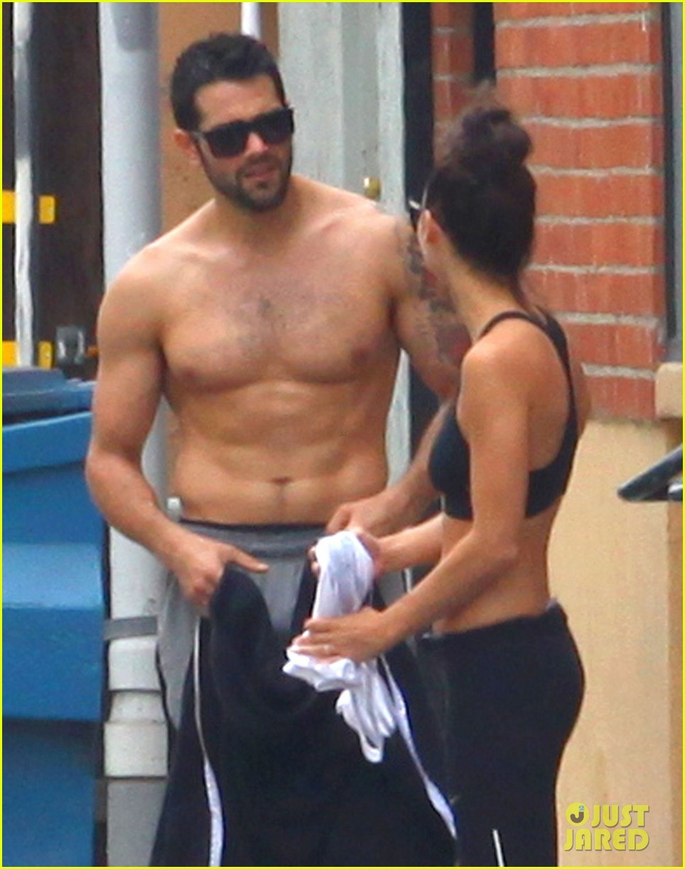 jesse metcalfe shirtless ab show after gym 09