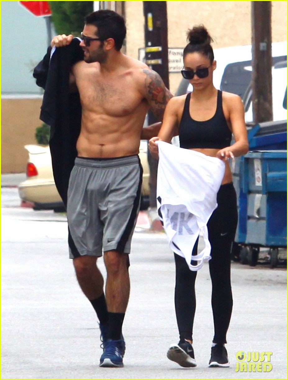 jesse metcalfe shirtless ab show after gym 17