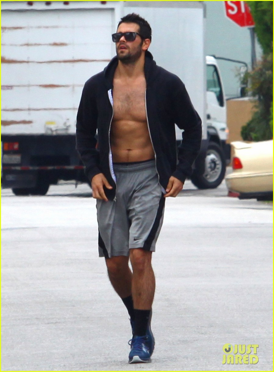 jesse metcalfe shirtless ab show after gym 212884886