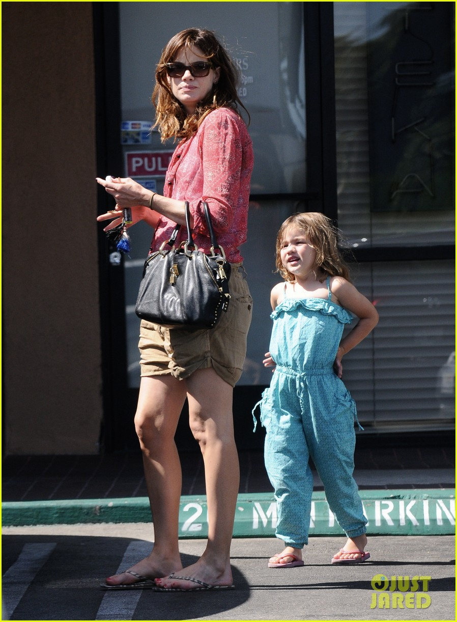 michelle monaghan visits the nail salon with willow 10