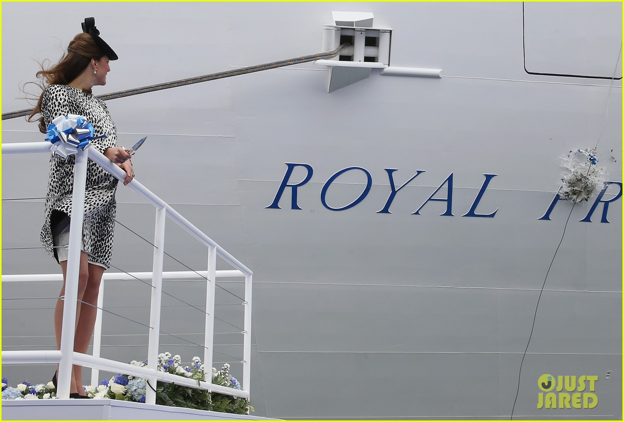pregnant kate middleton baby bump at first ship christening 09