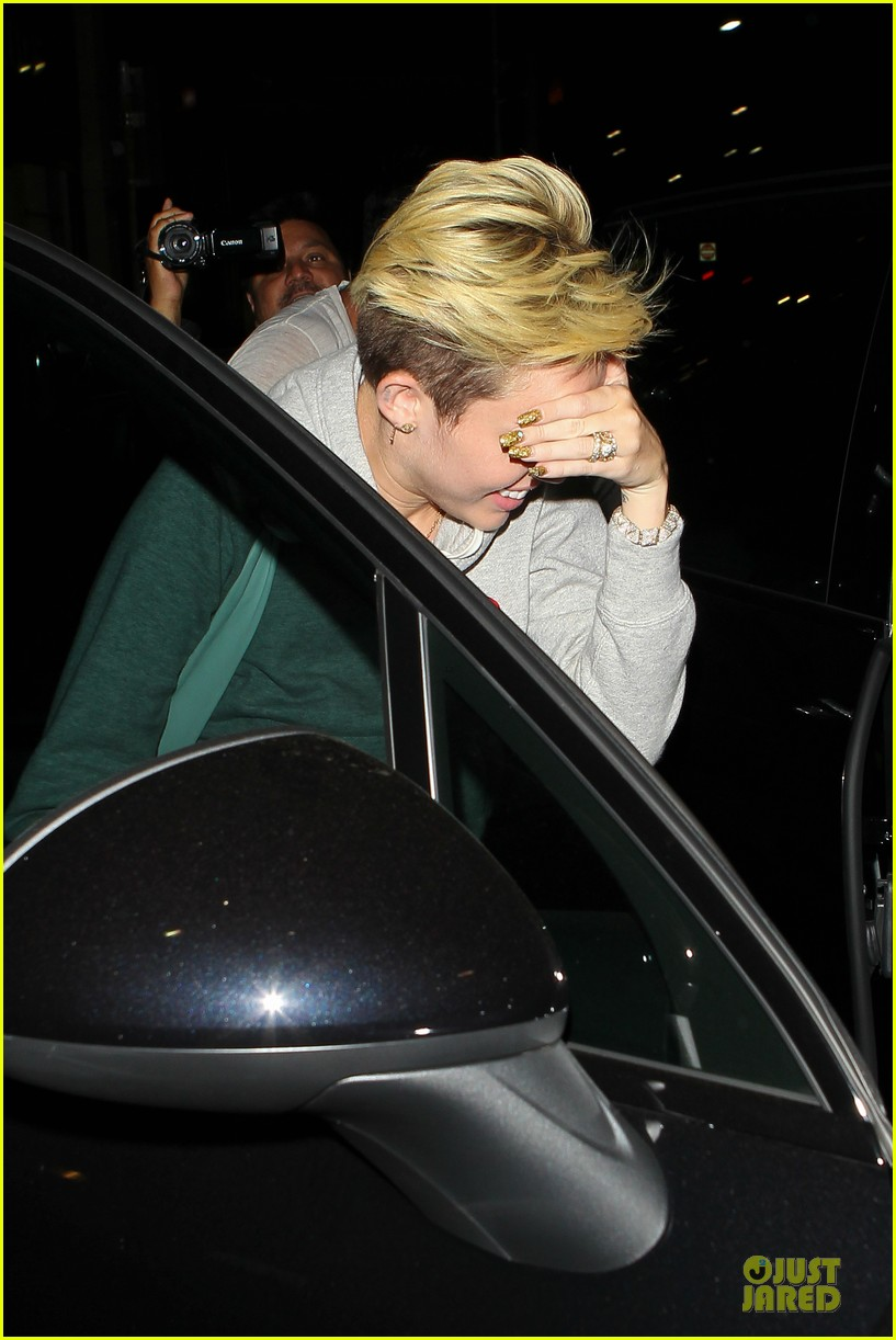 miley cyrus late night doctors appointment 06