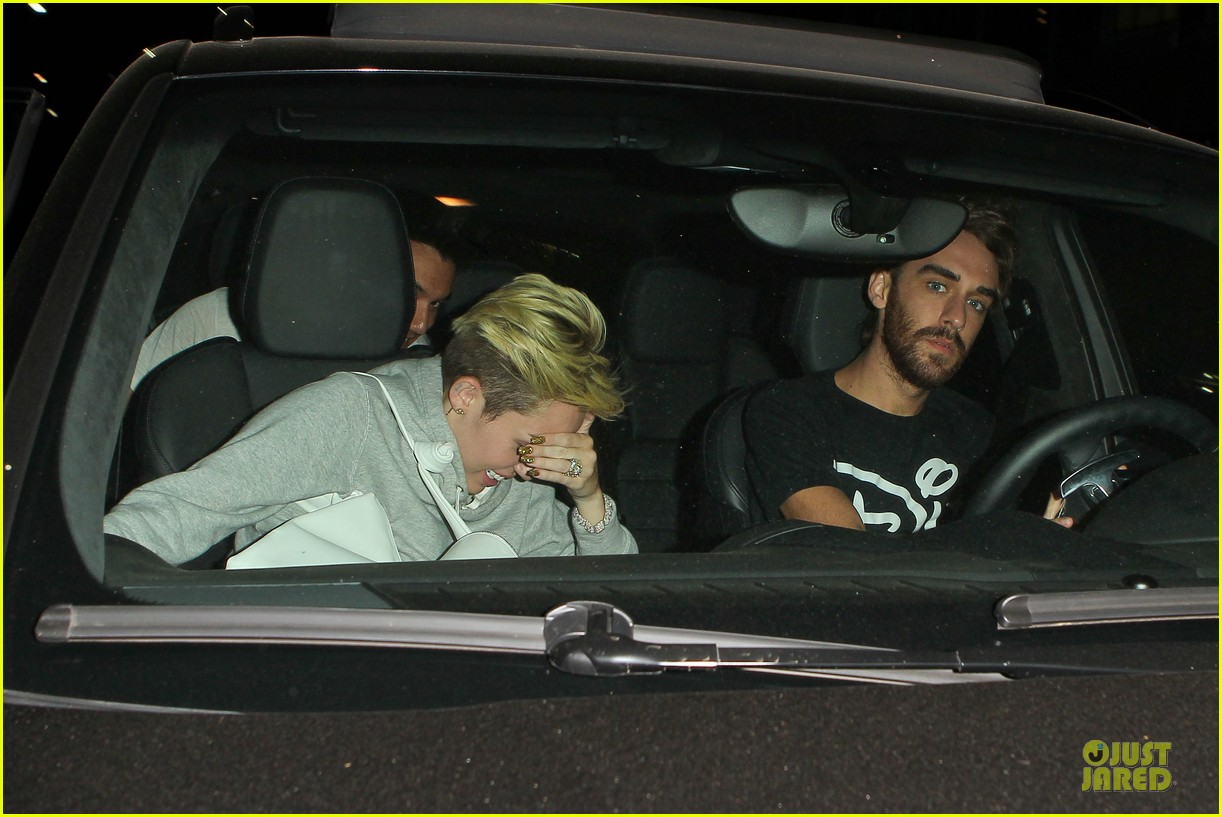 miley cyrus late night doctors appointment 09