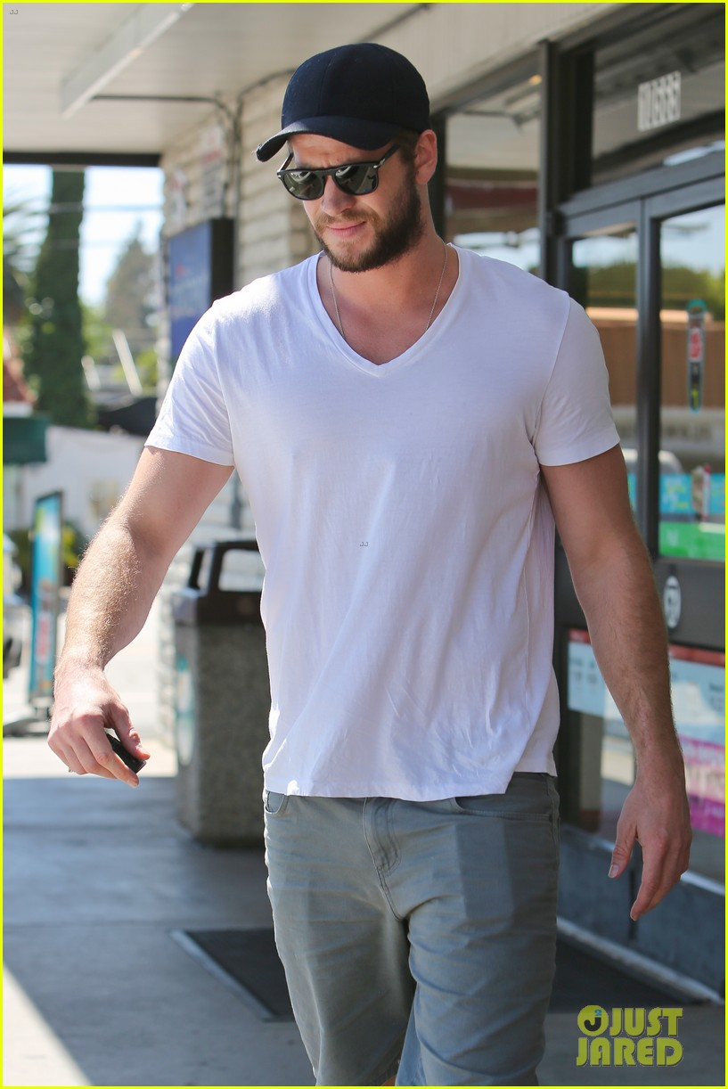 miley cyrus liam hemsworth hold hands movie date 07