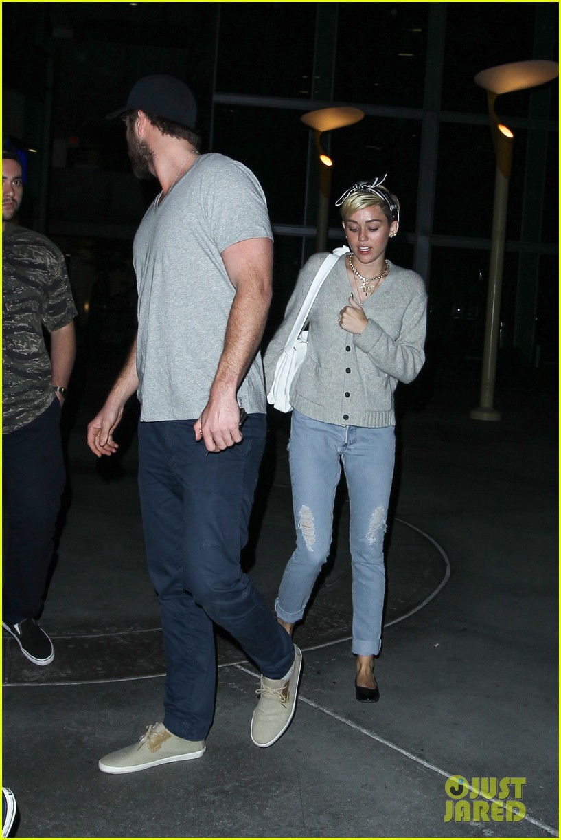 miley cyrus liam hemsworth hold hands movie date 212894566