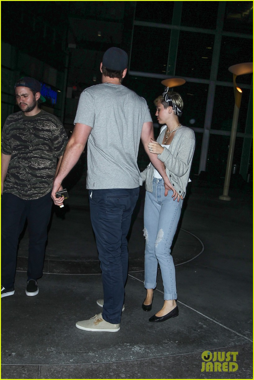 miley cyrus liam hemsworth hold hands movie date 22