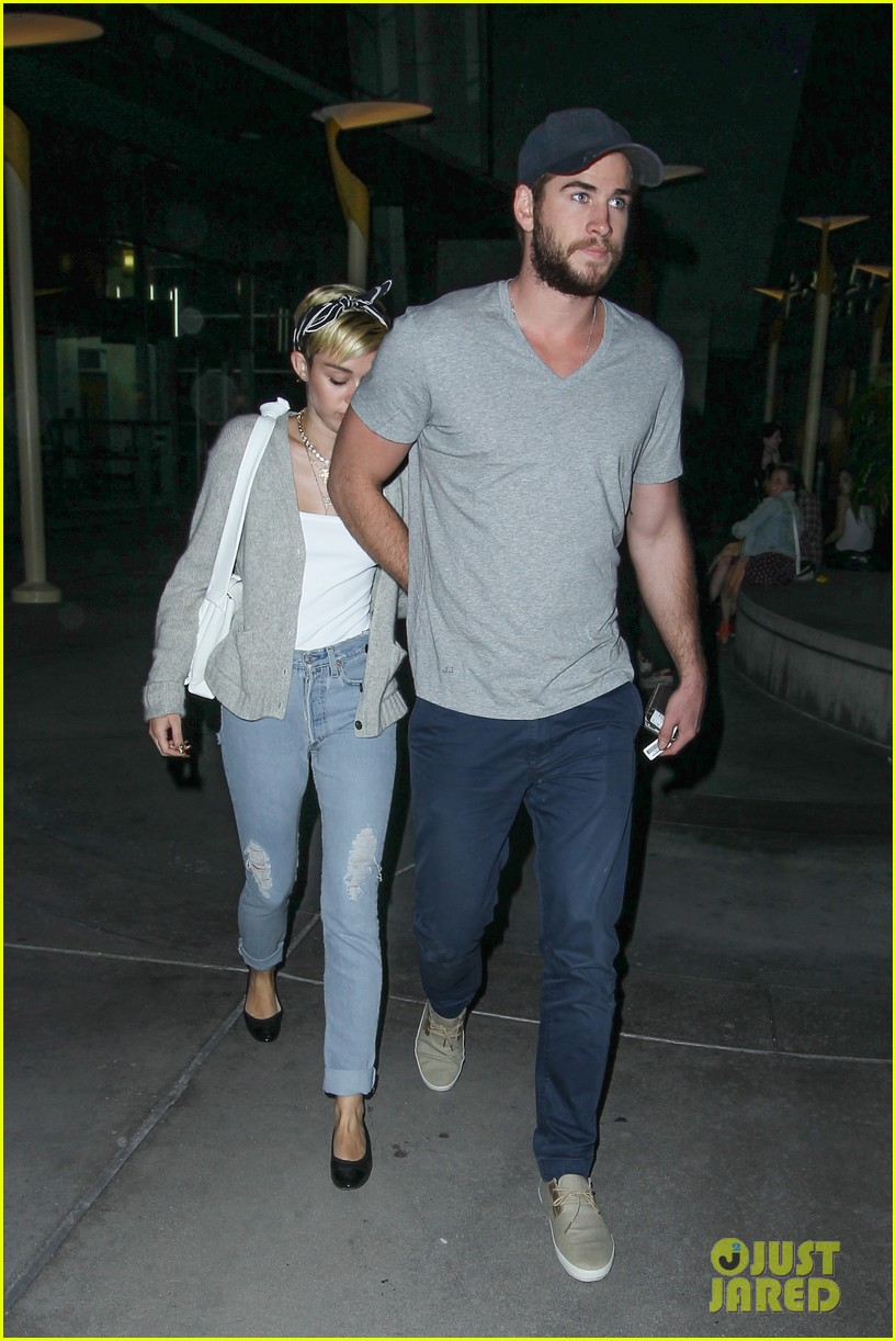 miley cyrus liam hemsworth hold hands movie date 252894570