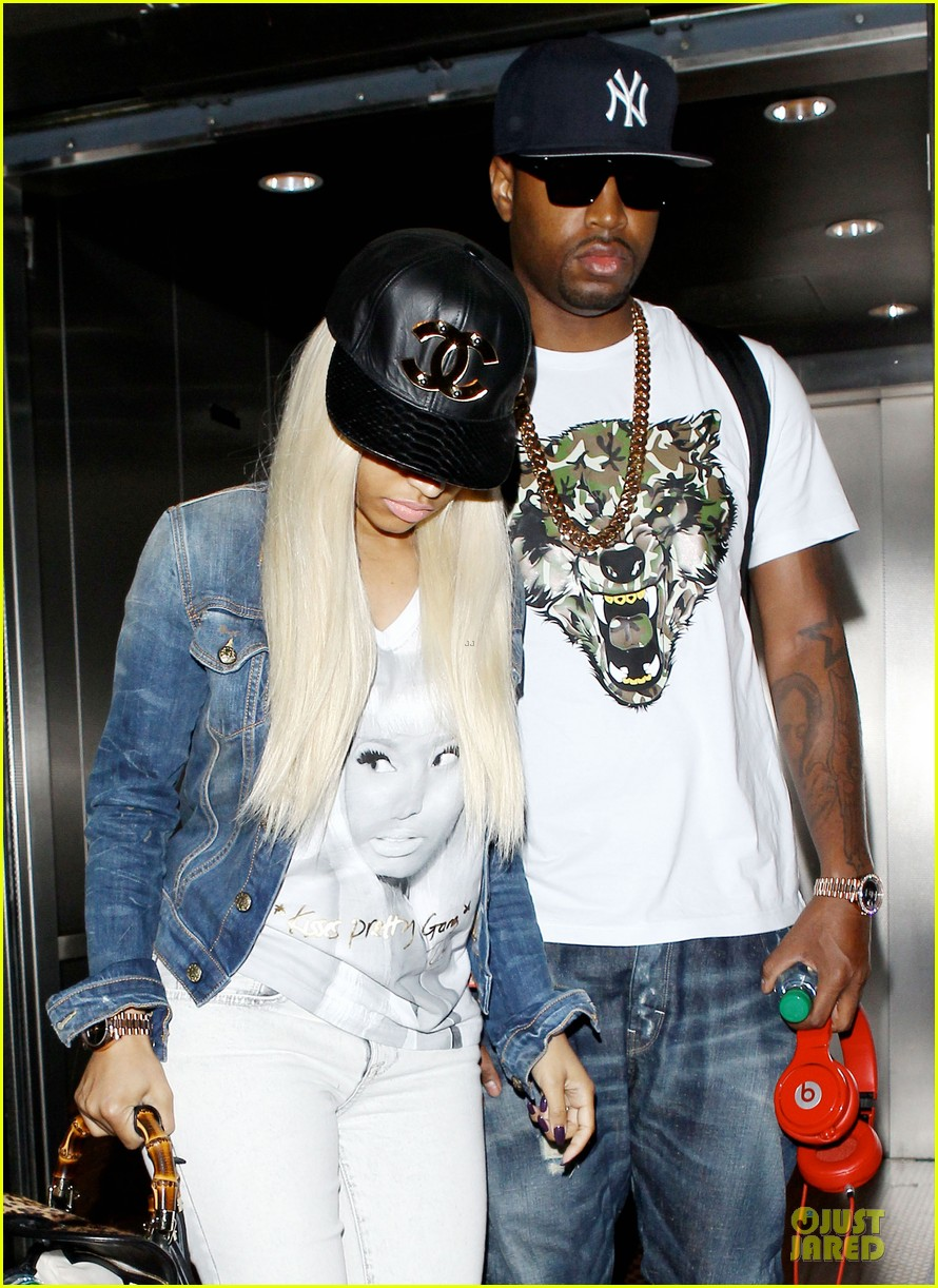 nicki minaj safaree samuels denim lax arrival 04
