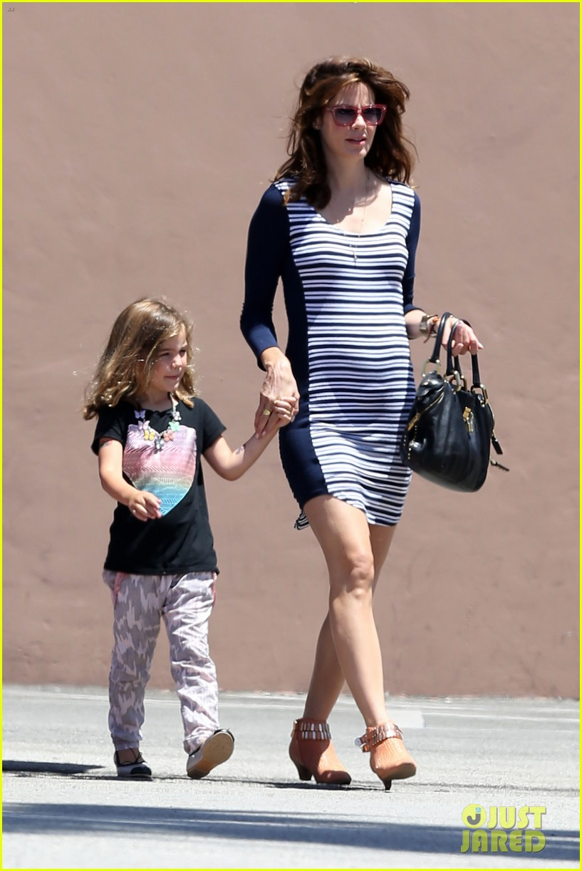 michelle monaghan debuts baby bump in form fitting dress 05