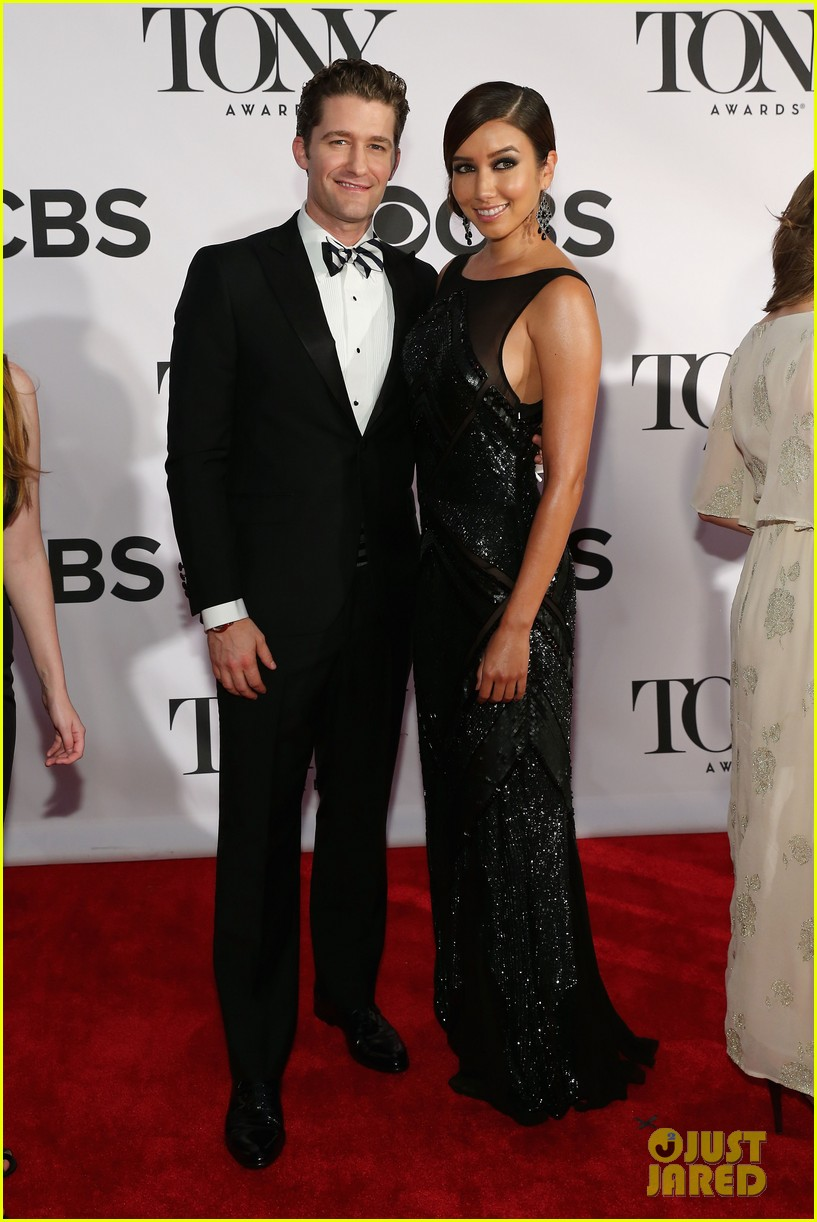 matthew morrison tony awards 2013 red carpet with renee puente 01