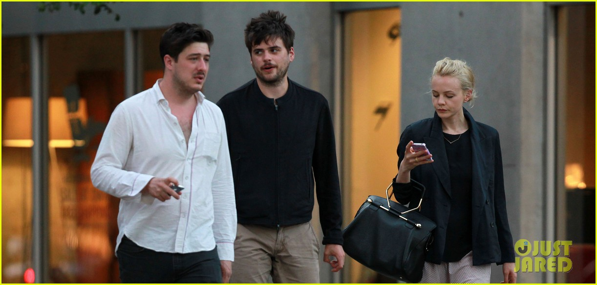carey mulligan marcus mumford  mumfords ted dwane diagnosed with brain blood clot 042889115