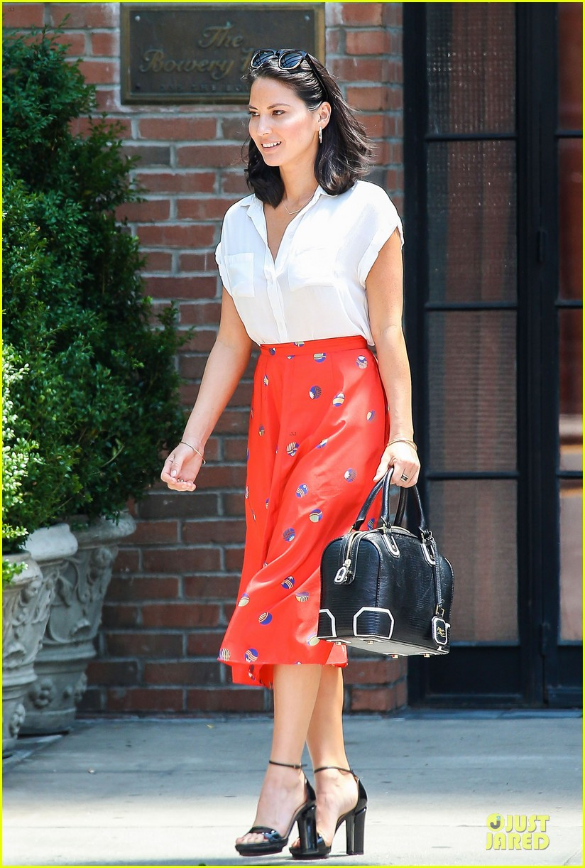 olivia munn id rather play with jigsaw puzzles than go out 11