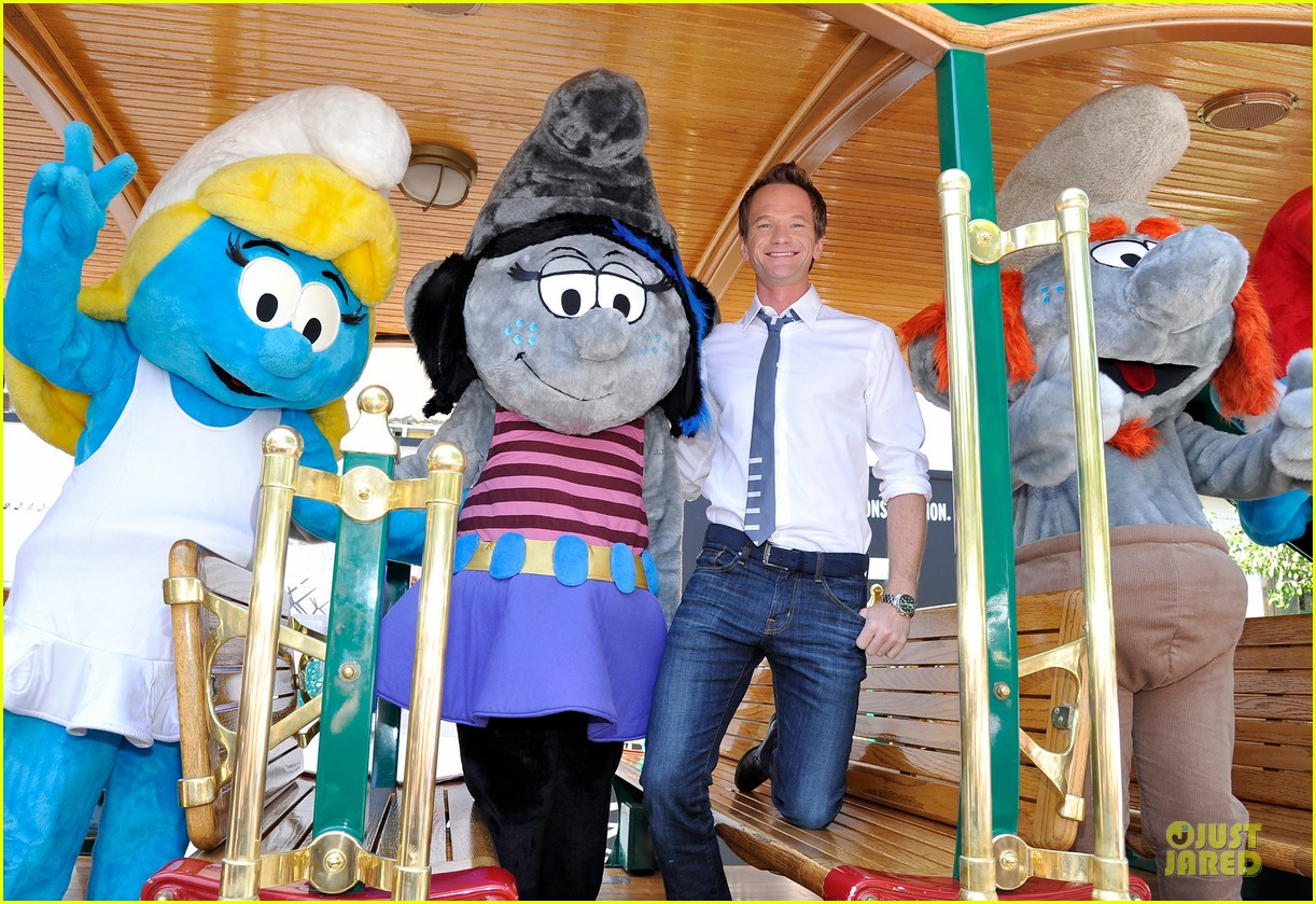 neil patrick harris global smurfs day celebration 06