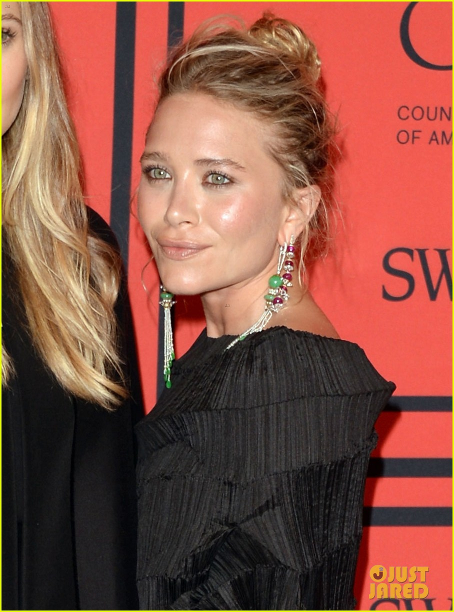 elizabeth mary kate olsen cfda fashion awards 2013 042883821
