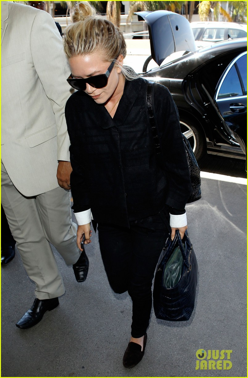 mary kate ashley olsen separate lax departures 012896704