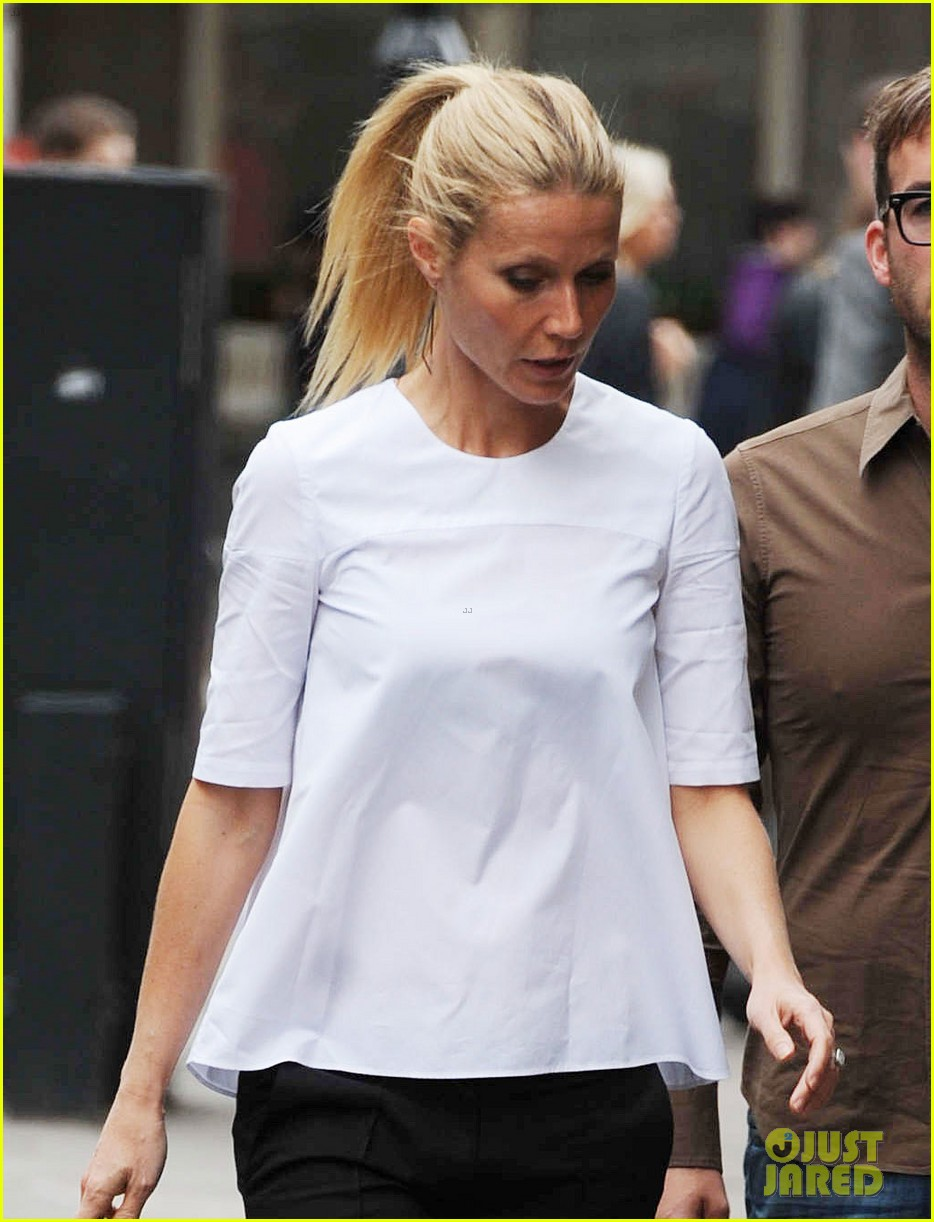 gwyneth paltrow monday morning stroll in london 022888331