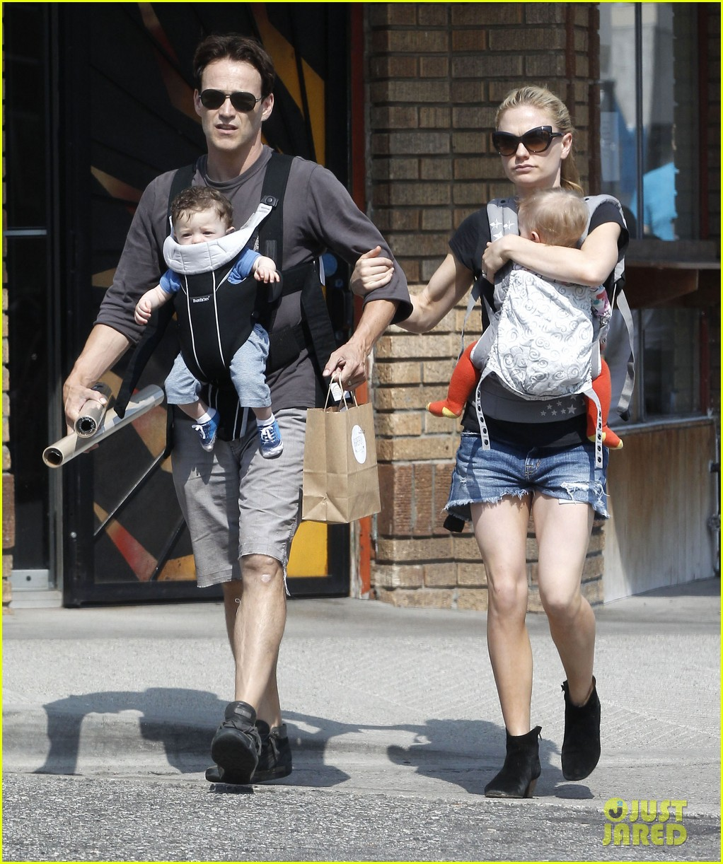 anna paquin stephen moyer lunch with charlie poppy 01