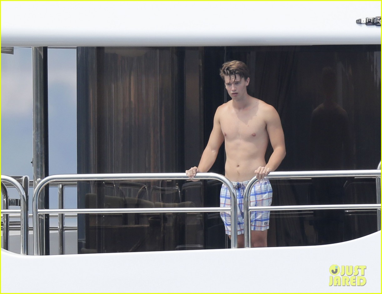 patrick schwarzenegger shirtless vacation continues 112891294