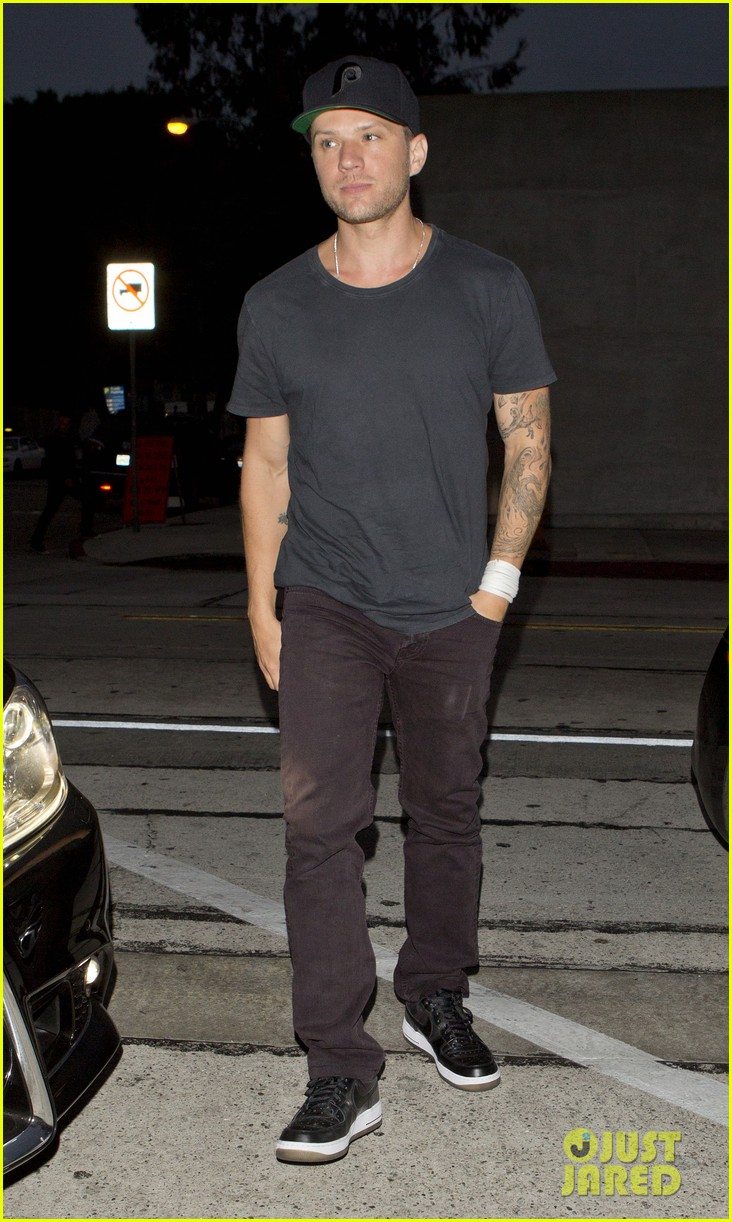 ryan phillippe crazy happy dad 01