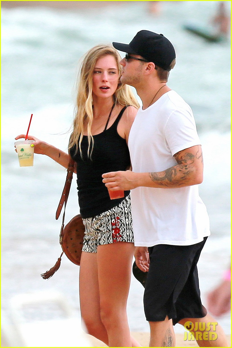 ryan phillippe hawaiian vacation with paulina slatger 042890523