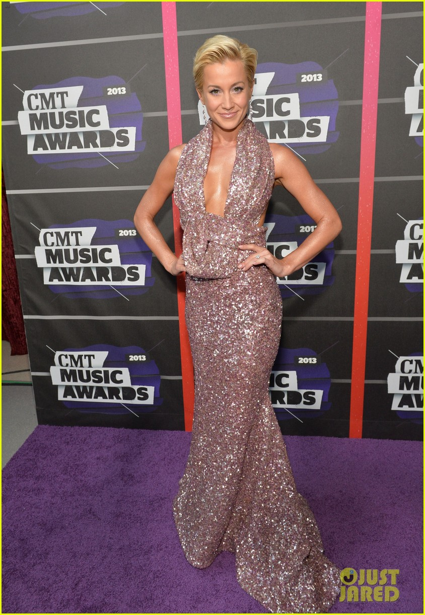 kellie pickler jana kramer cmt music awards 2013 red carpet 09