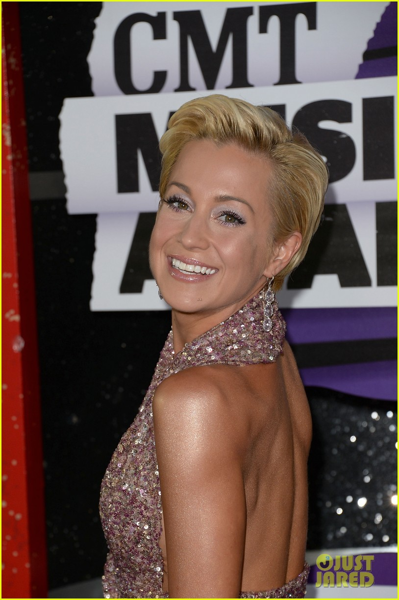 kellie pickler jana kramer cmt music awards 2013 red carpet 11