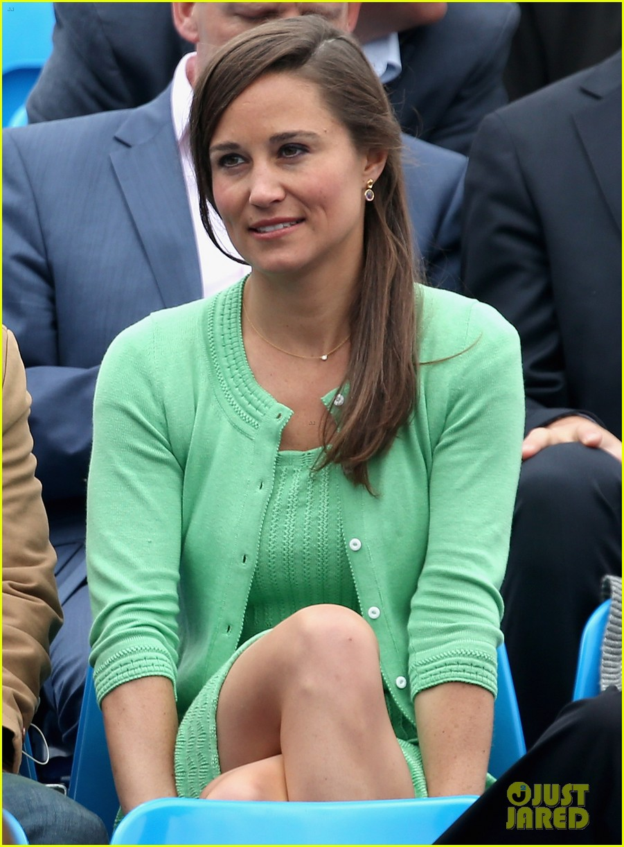 pippa middleton aegon championships with mom carole 11