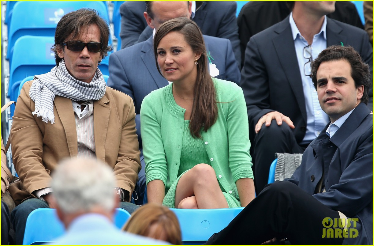 pippa middleton aegon championships with mom carole 12