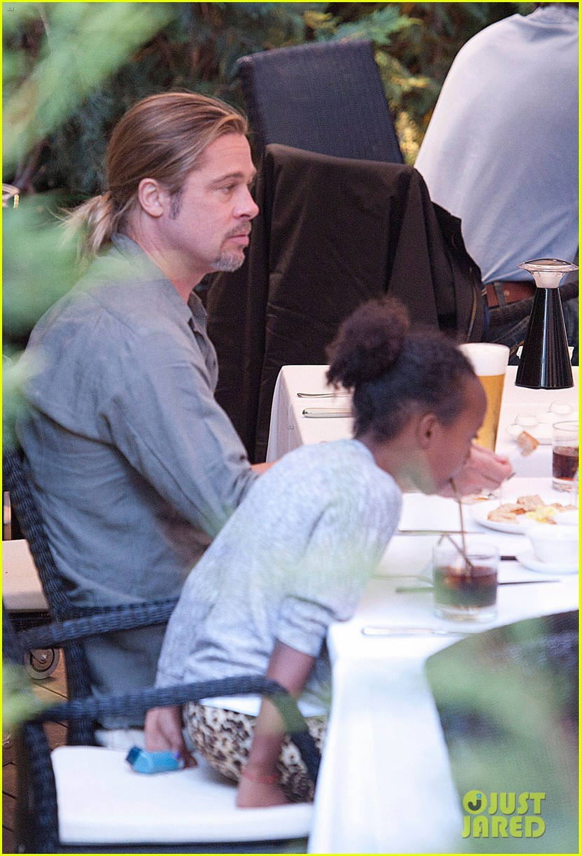 brad pitt japanese meal in spain with zahara shiloh 04