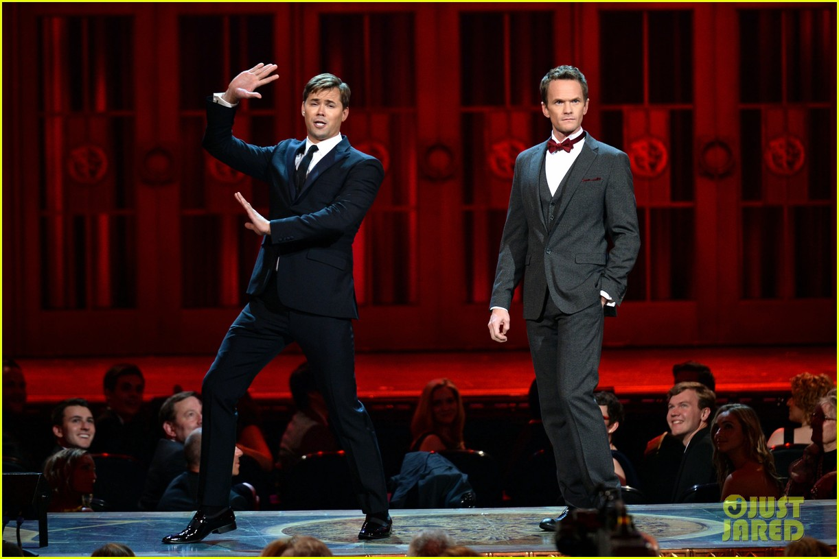 andrew rannells neil patrick harris tonys performance video 04
