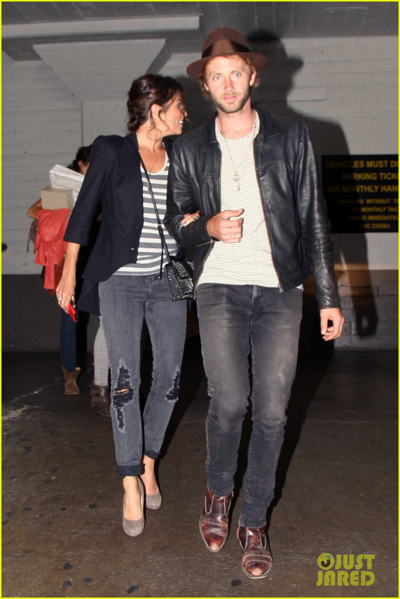 nikki reed supports paul mcdonald at hotel cafe gig 08