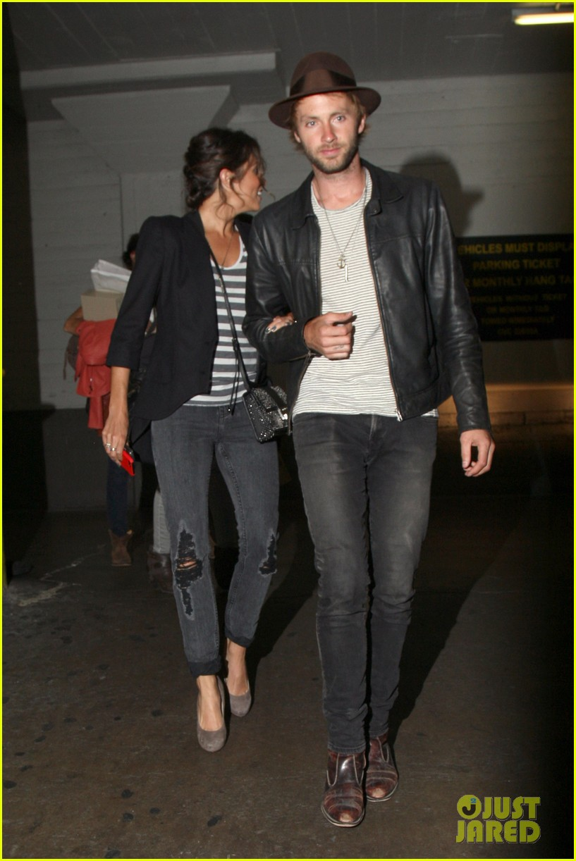 nikki reed supports paul mcdonald at hotel cafe gig 09