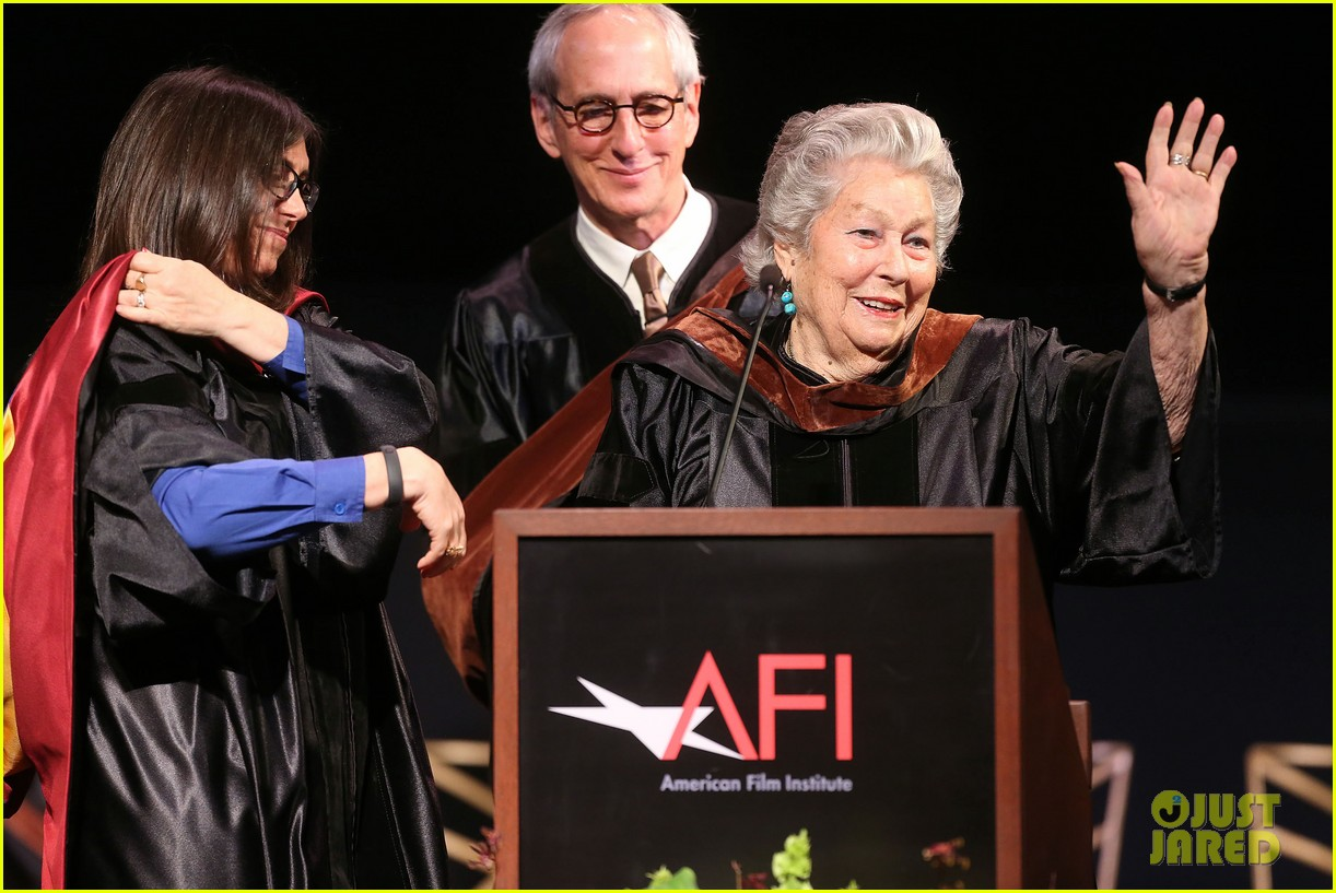 jeremy renner afi conservatory commencement ceremony 11