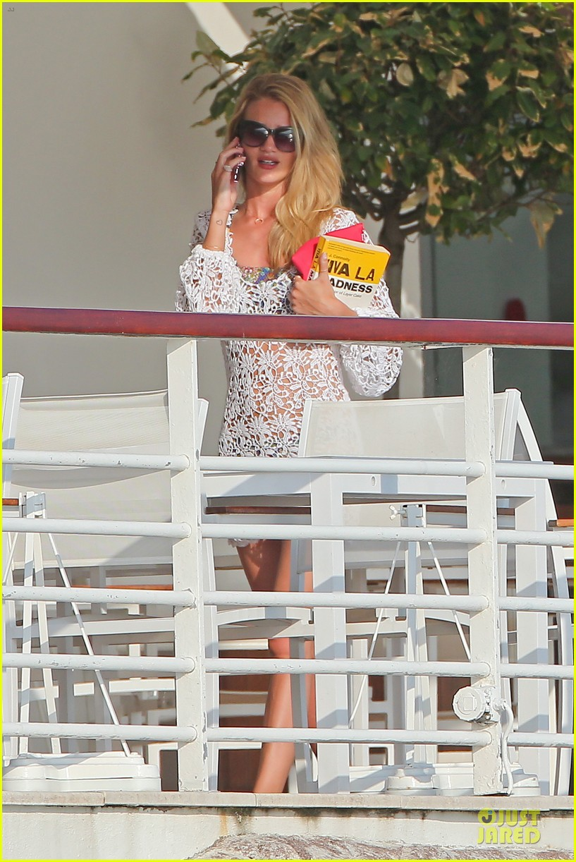 rosie huntington whiteley jason statham viva la madness bikini reading 14