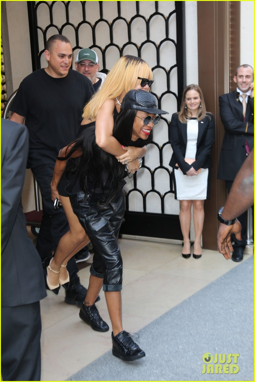 rihanna piggy back ride in paris 032884951