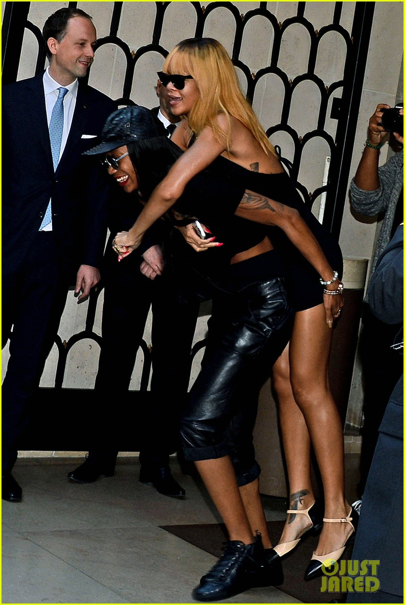 rihanna piggy back ride in paris 09