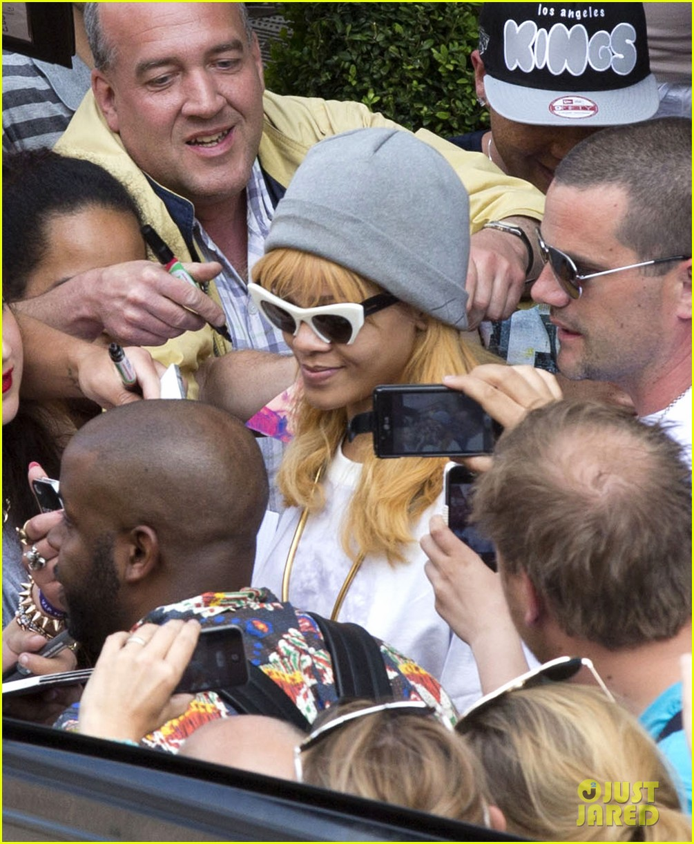 rihanna swarmed by fans at antwerp hotel 022885945