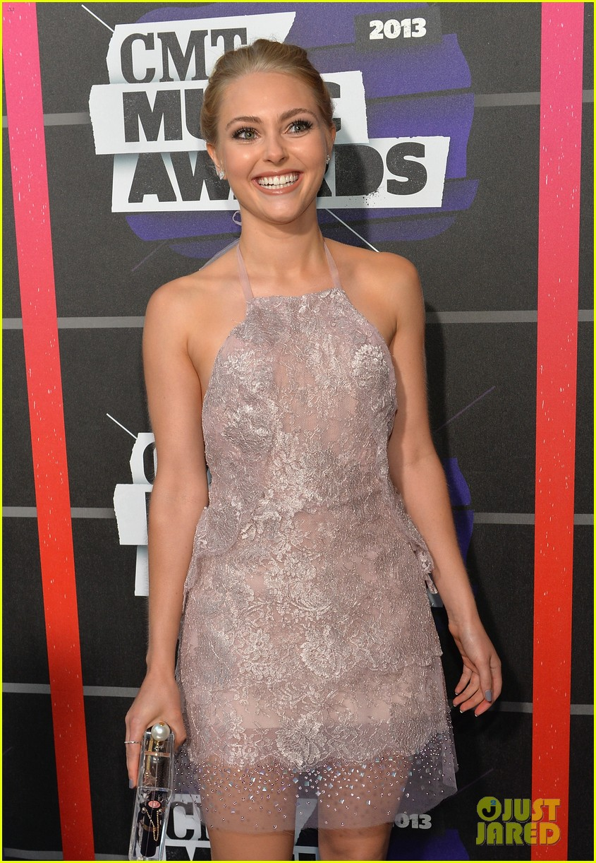 annasophia robb cmt music awards 2013 red carpet 042885294